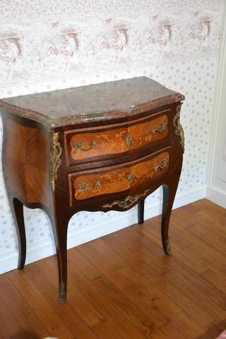 Commode de style Louis XV en marqueterie