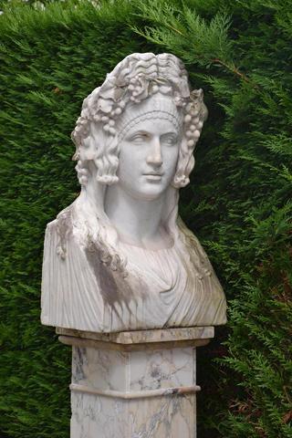 Buste à l'antique, sculpture en marbre H 75, sur gaine. H totale