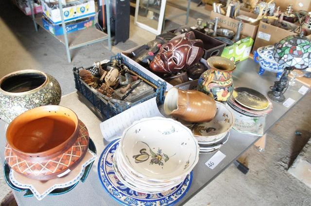 cache pot, assiettes décoratives, bibelots, art africain et divers