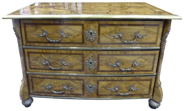 Commode Mazarine en bois de placage et filets de marqueterie toutes