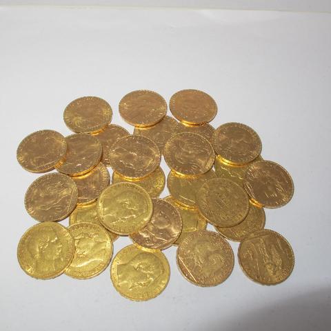 28 pièces de 20 frs or dates diverses (11 Napoléon,16 coq et 1 génie)