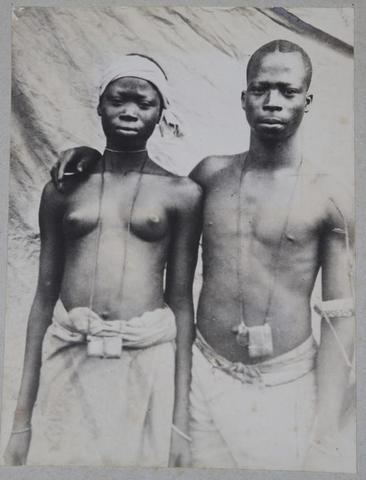 Album de tirages photographiques du Dahomey de 1886 à 1896 montés