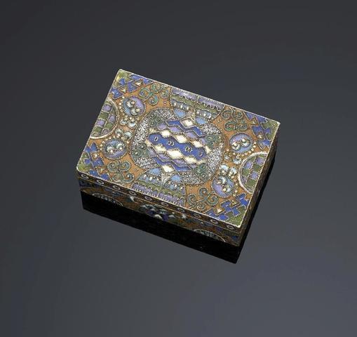 Boîte rectangulaire en argent 88 zolotniks (916 millièmes) couvercle