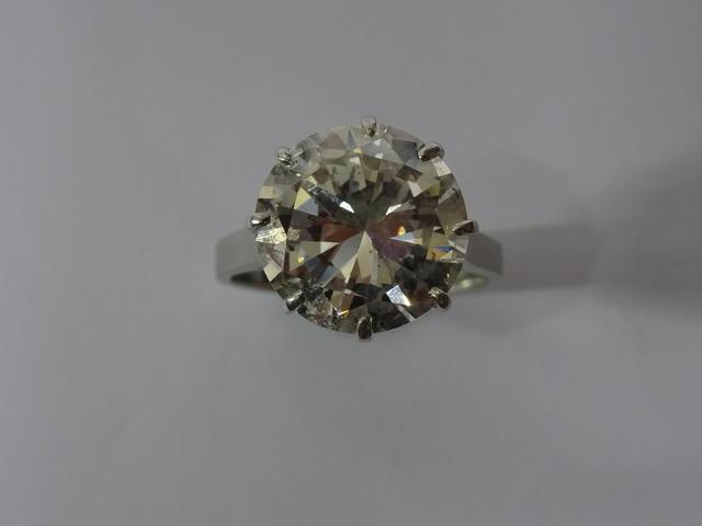 Solitaire en platine 850 millième centré d'un diamant de taille