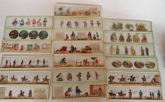 Lot composé de 19 plaques de verre pour lanterne magique illustrées