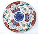 Grand plat en porcelaine à décor Imari. Japon, fin Meiji (1868-1912).
