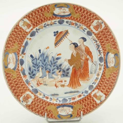 N°32 : Chine, Compagnie des Indes : un plat à décor dit «aux dames