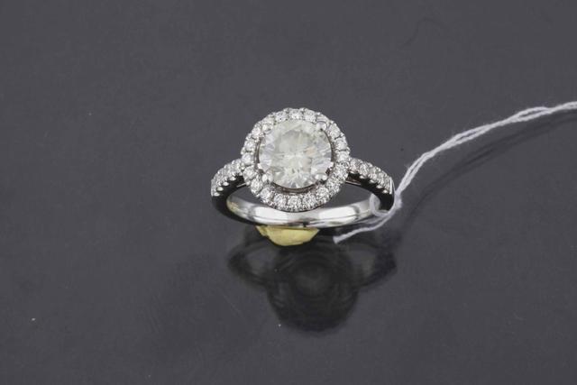 155-Bague en or gris agrémentée d'un diamant de taille moderne d'environ