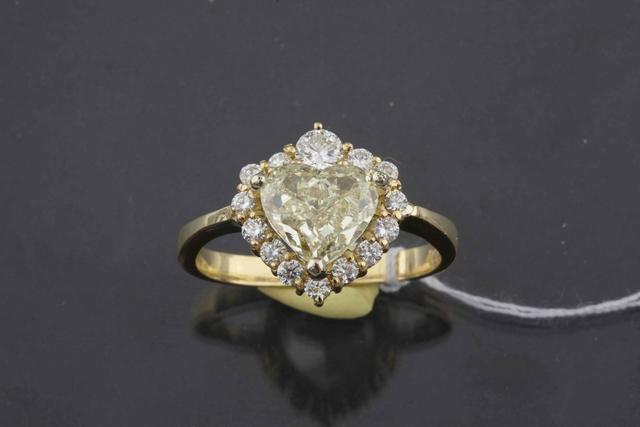 100-Bague en or jaune ornée d'un diamant cœur d'un poids de 3,14