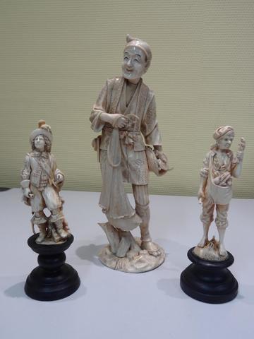 une statuette de corsaire en ivoire sculpté, 19ème, haut. 16cm hors